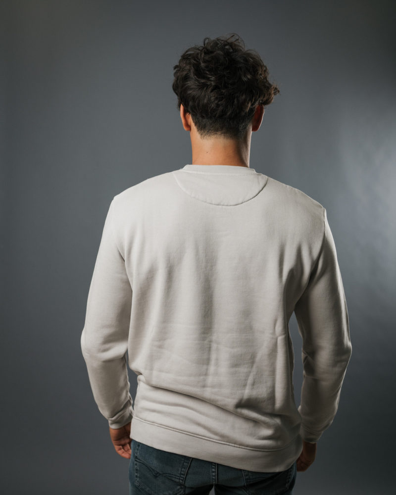 grey sweatshirt BACK omnia in uno